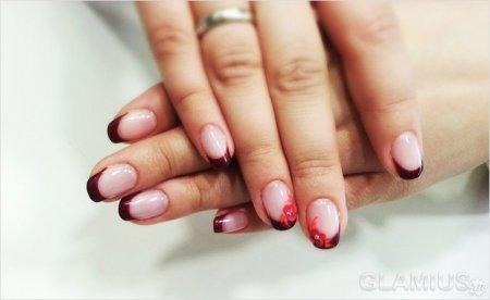 Красный французский маникюр на короткие ногти