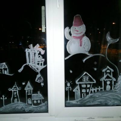 На новый год рисунок на окне